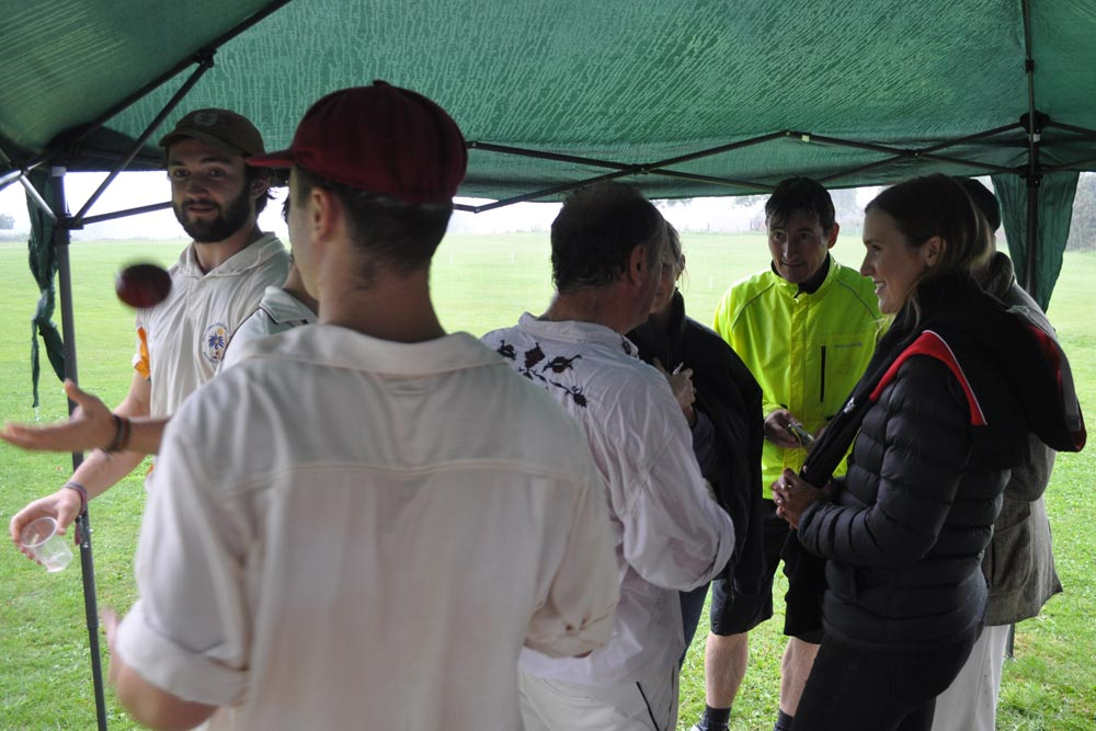 sheltering from rain crgcc vs helmes vagabonds 2016