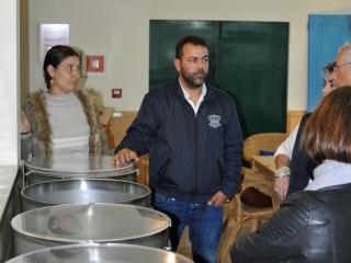 Jacinto Policarpo explains the macerating bins, Real Gin, Pegoes