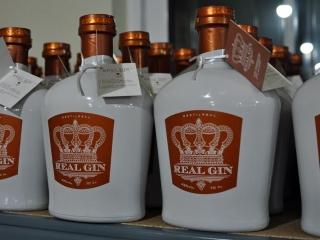 Aged RealGin bottles, Pegoes