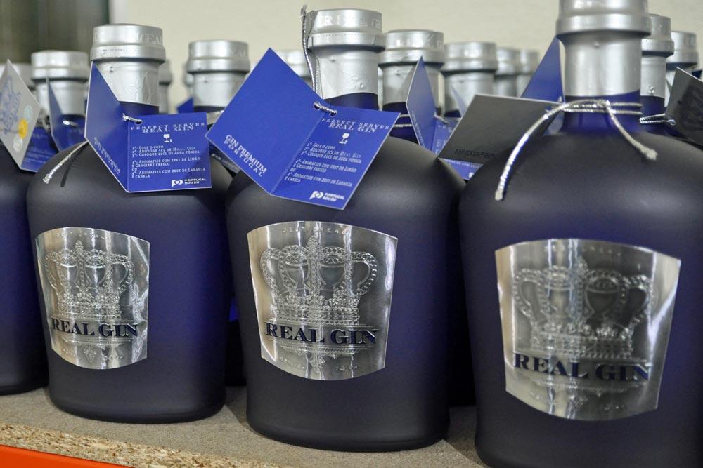 Classic RealGin bottles, Pegoes