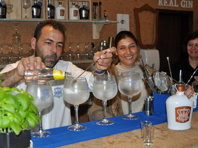 Jacinto Policarpo mixes Gin and Tonic Portuguese style at the Real Gin bar