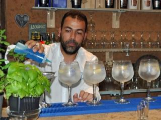 Jacinto Policarpo turns mixologist at the Real Gin bar