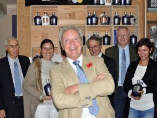Tim photobombs team photo, Real Gin, Pegoes